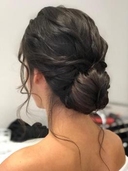 Hochsteckfrisur, braunes Haar